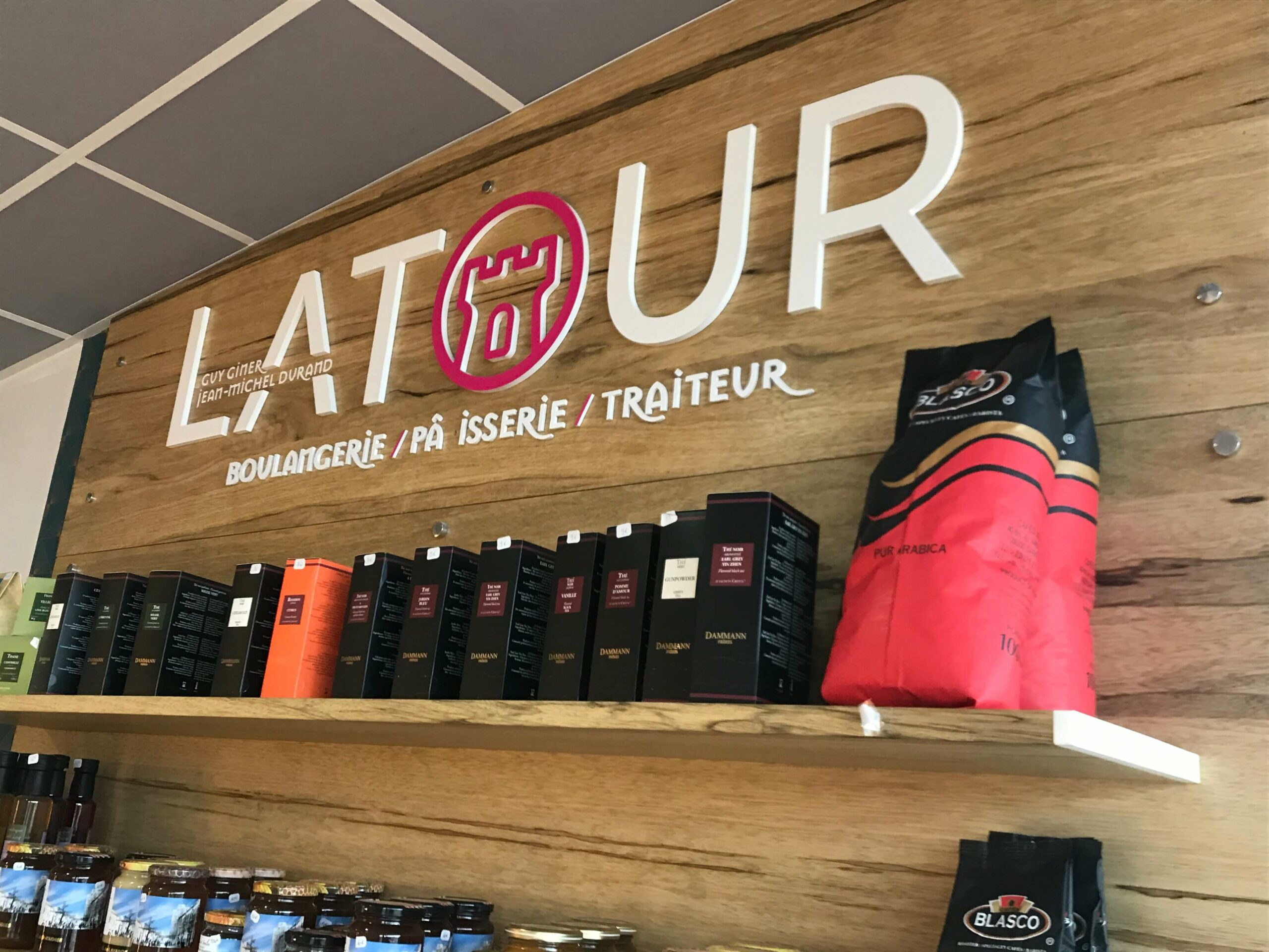 LATOUR_Boutique Int. Rond point