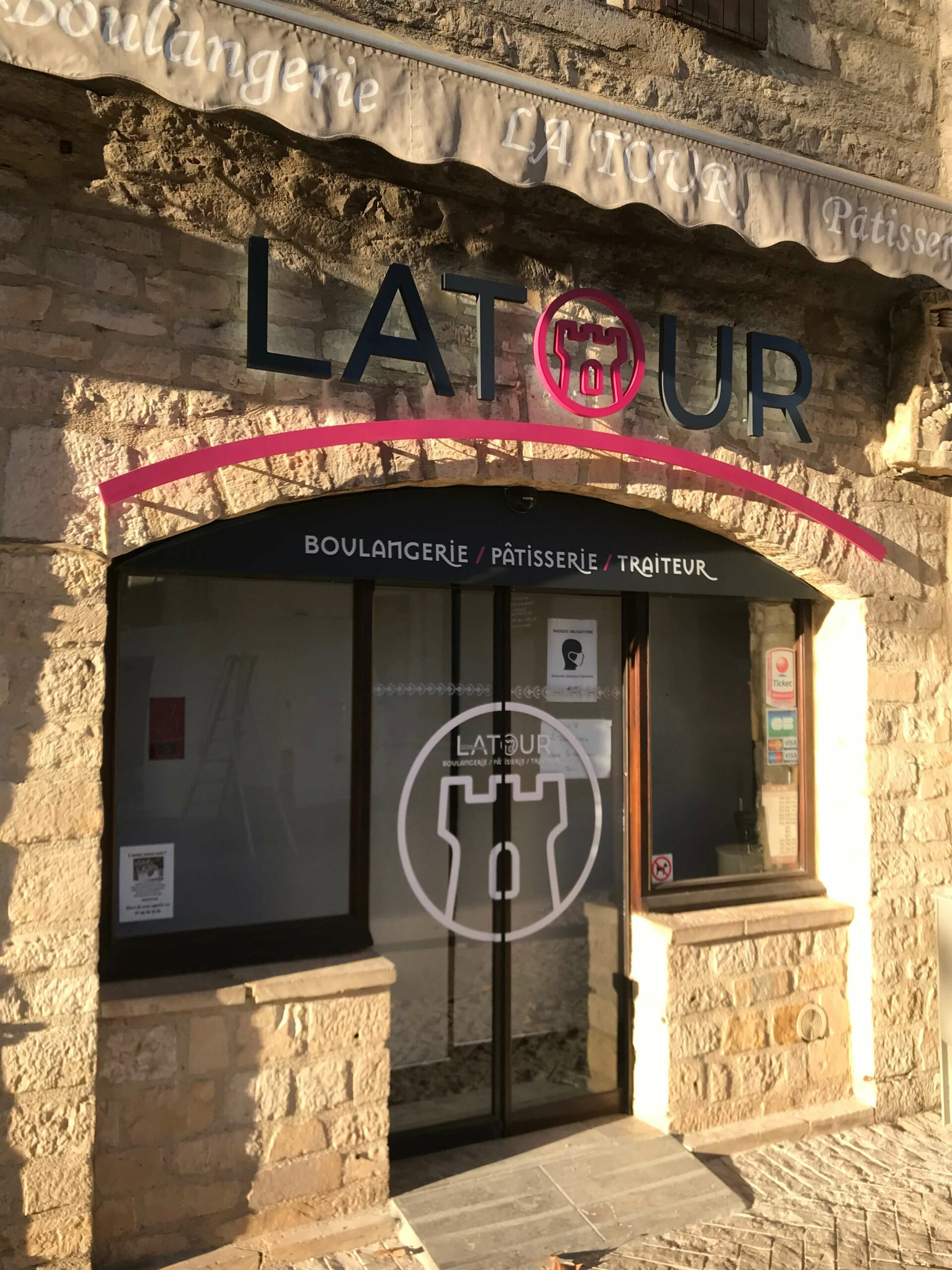 LATOUR_Boutique Village